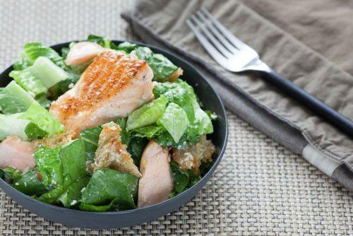 Салат и рыба